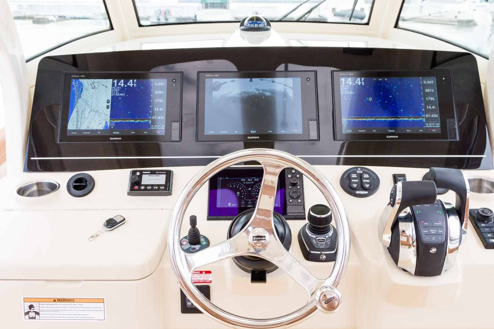 355lXF helm with screens