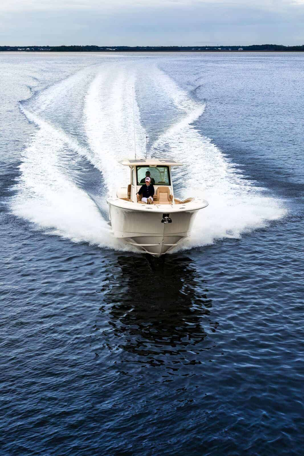 355LXF Scout white hull running