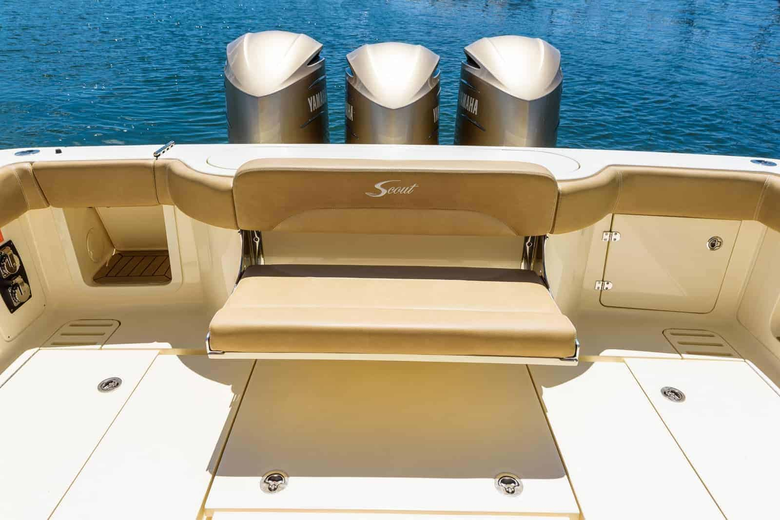 380LXF aft bench down