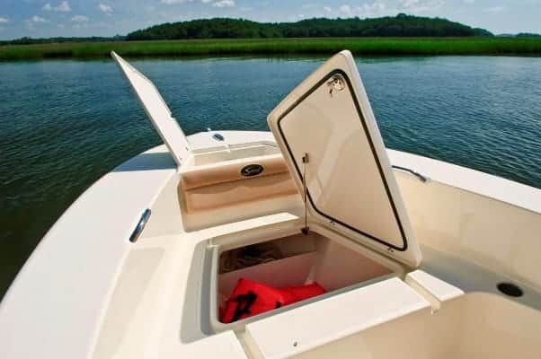 195SF bow storage compartments