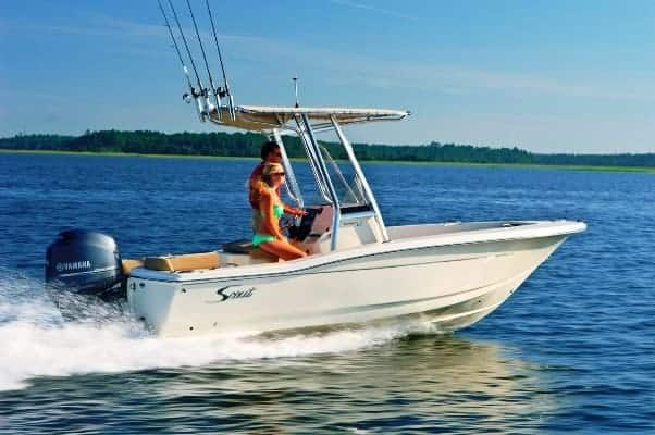 195SF running with girl sitting at helm
