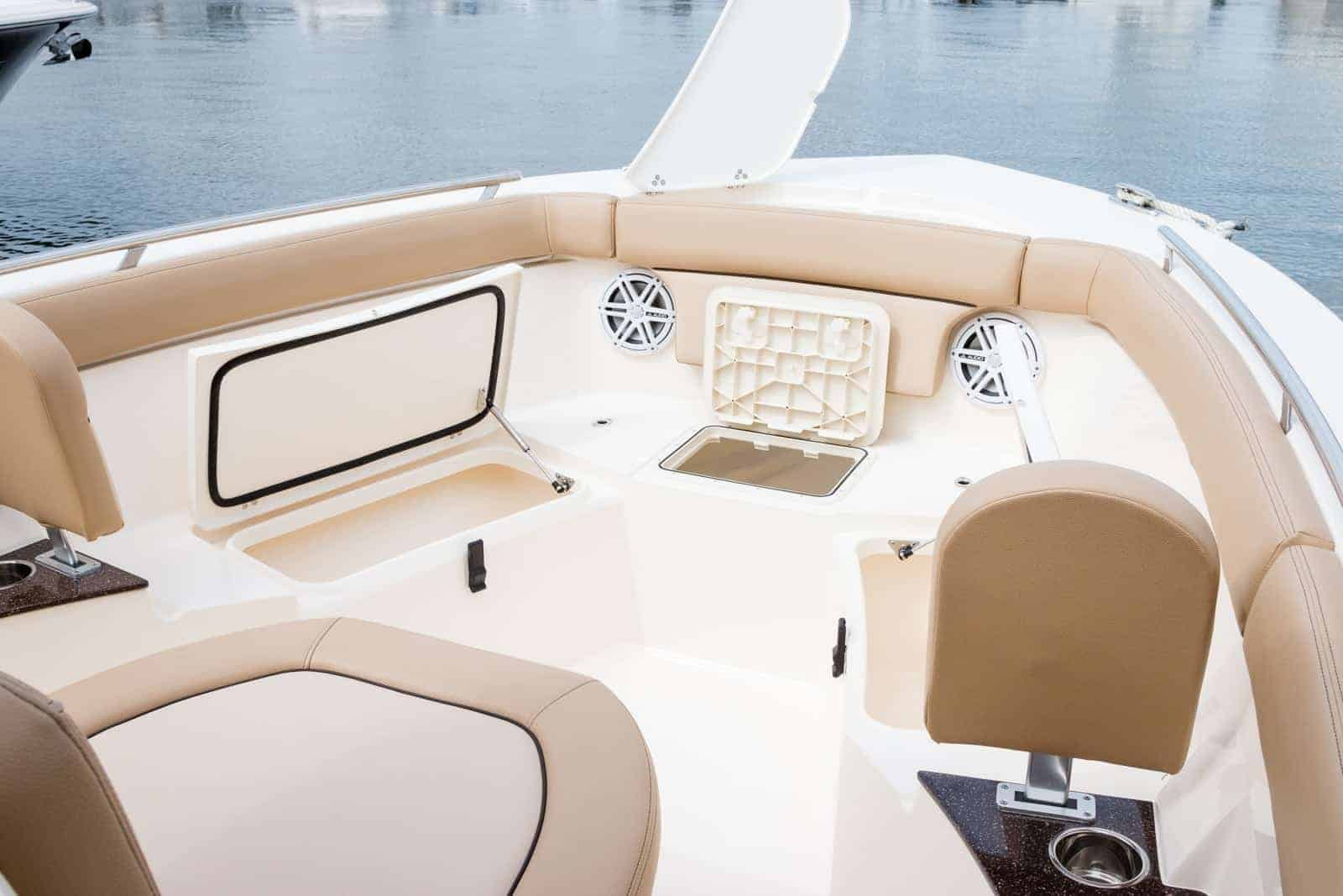 235XSF bow seating with backrest