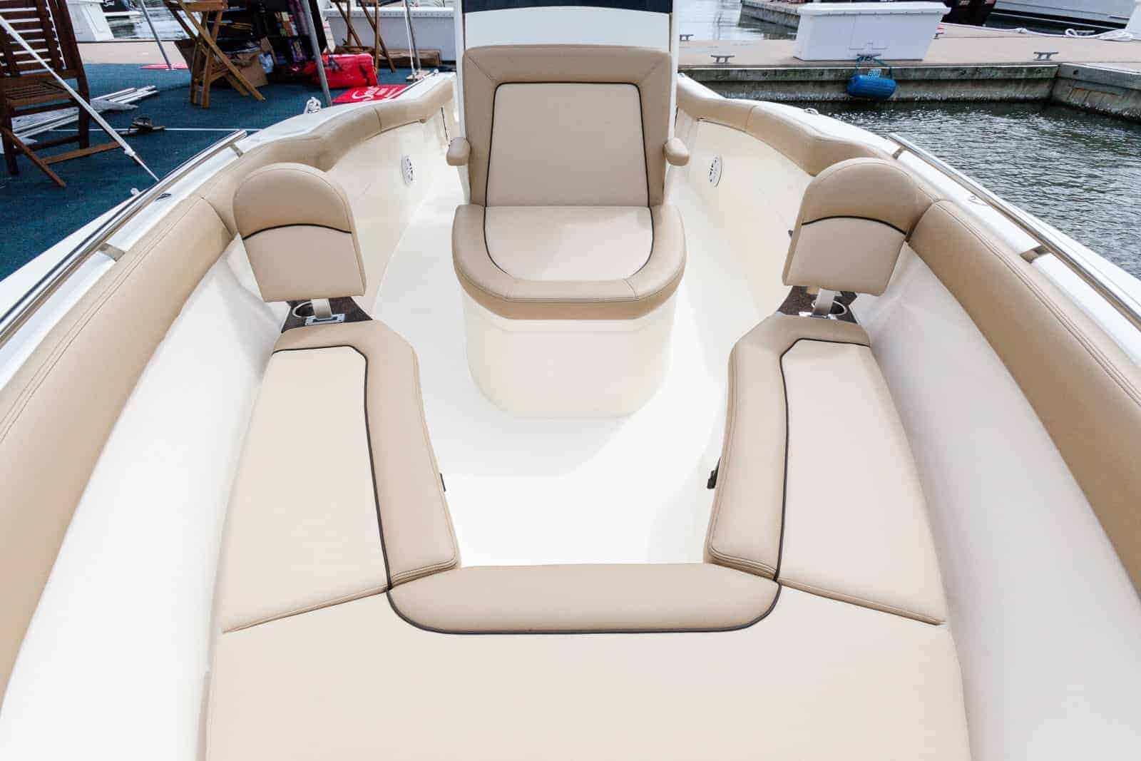 235XSF bow seating with backrests