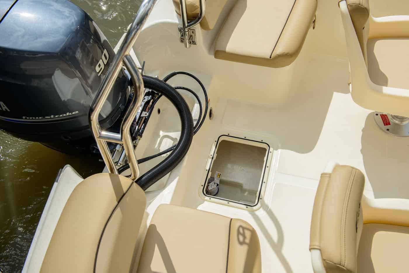 175SD transom access hatch