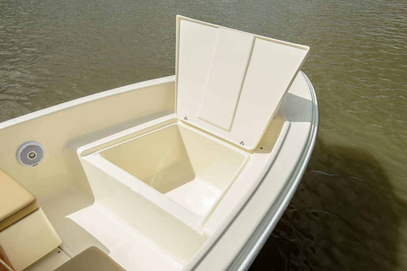 175SD bow storage compartment