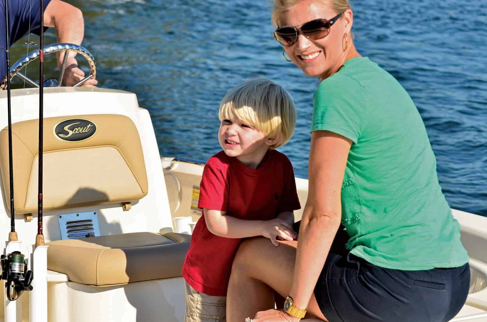 177S child and mom in boat