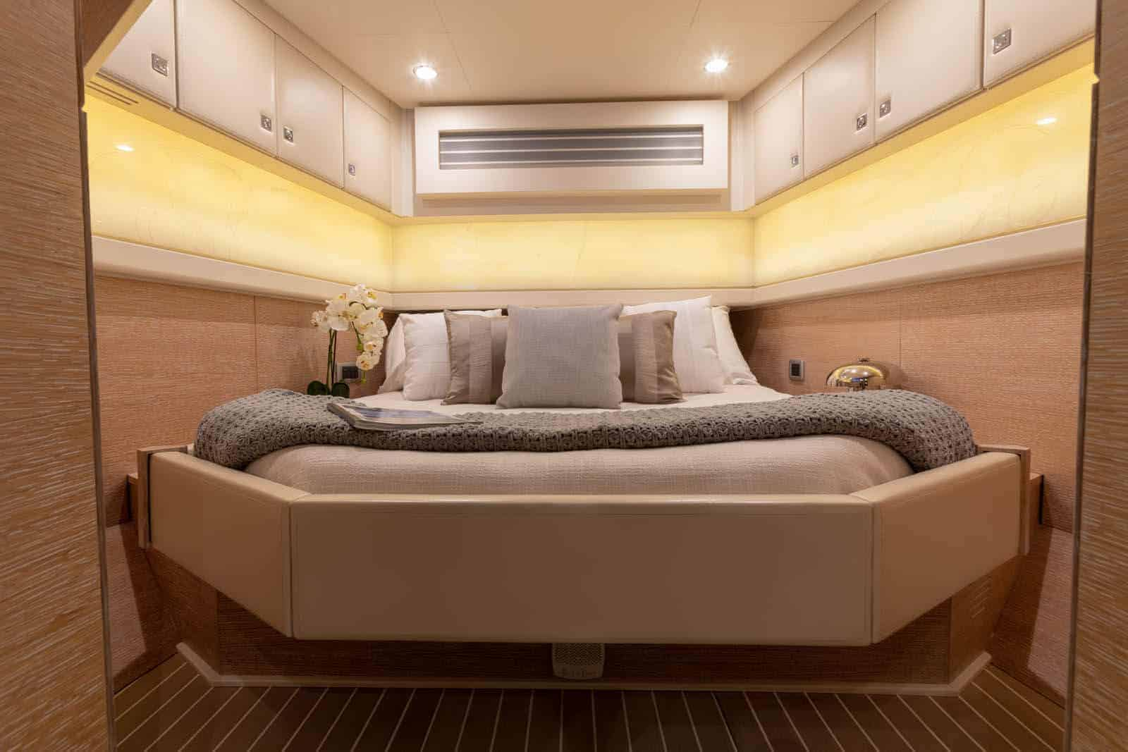 530LXF private master stateroom