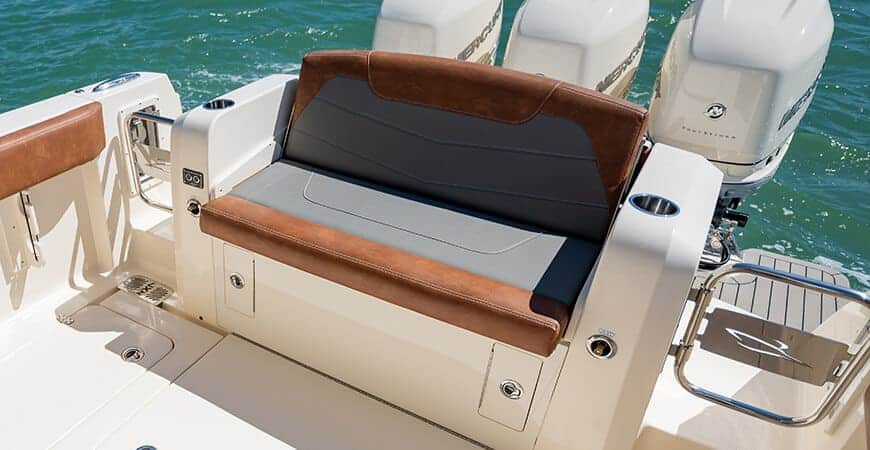 350lxz-actuated-stern-seat