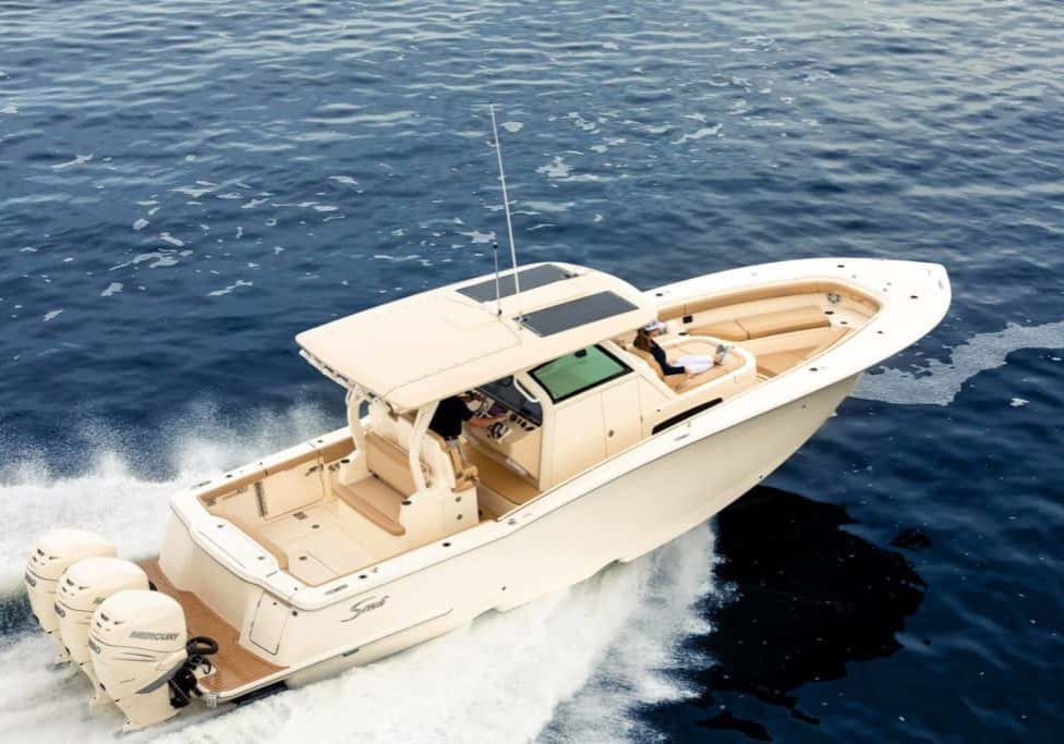 355LXF running shot shows double stepped hull